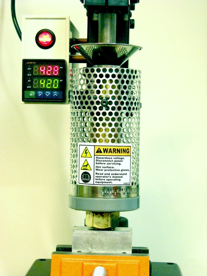 Front view showing the accurate themocouple digital temperature controller.