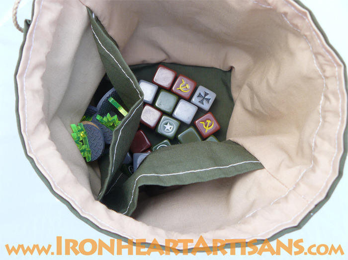 Dice bag showing interior pockets
