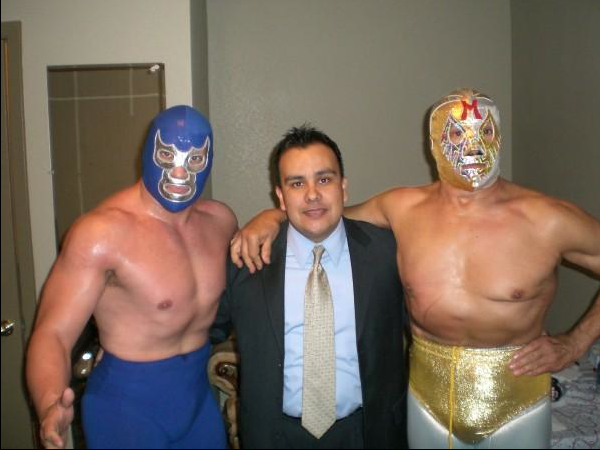 Ruben with lucha legends Blue Demon Jr. to the left and Mil Mascaras to the right.