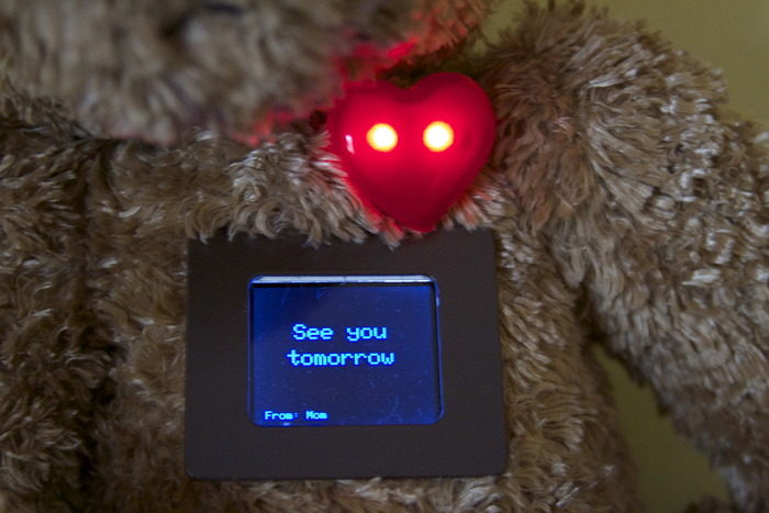 Heart lights up to tell your loved ones that they have a message