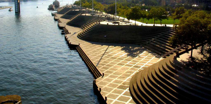 Cincinnati, Ohio's Serpentine Wall and The Ohio River