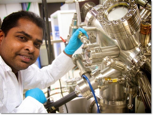Dr. Dedigama depositing a barrier using the Molecular Beam Epitaxy (MBE) tool.