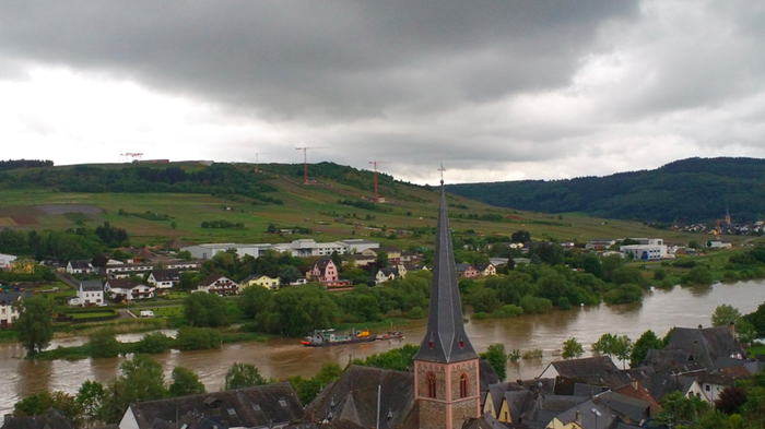 A dark cloud over The Mosel Valley at the construction site