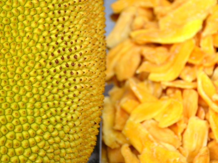 Jackfruit (rind) meets dried jackfruit (bulbs).