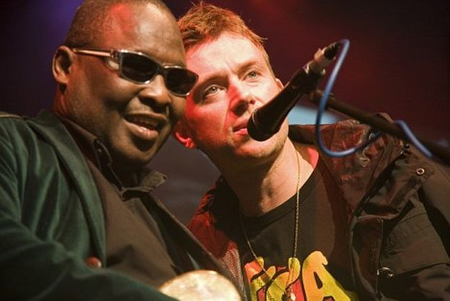 Amadou performing with Damon Albarn on the Africa Express Tour