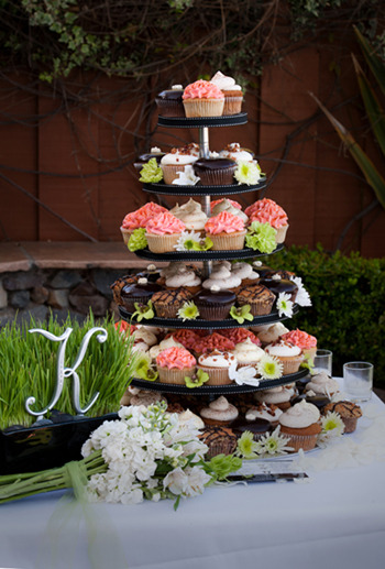 And this tower is holding only 80 cupcakes!