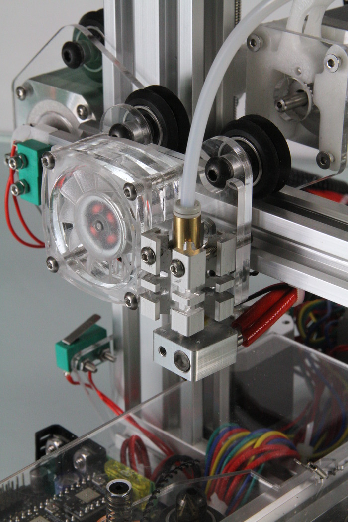 All metal extruder hot end for multiple material capabilities