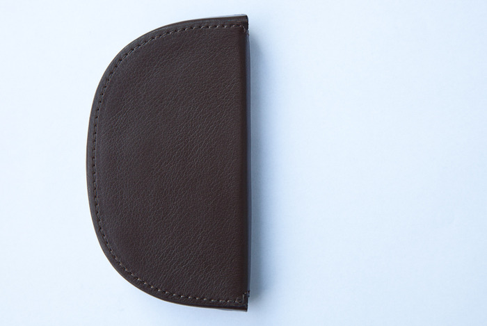 Reward US$675 coinholder 4,3 x 4,9 inch (11 X 12,5 cm) limited edition of 888 pieces in black or brown cordovan leather designed by Ilkka Suppanen and produced by craftsman Camille Fournet for A.Manzoni & Fils