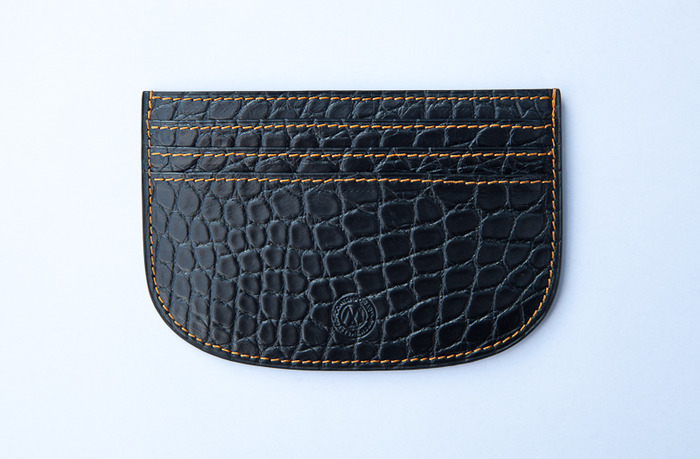 Reward US$ 850 handmade Creditcard-holder 4.,5 x 3,1 inch (11,5 X 8 cm) limited edition of 888 pieces by craftsman Camille Fournet in black alligator leather in half of superelliptic shape .