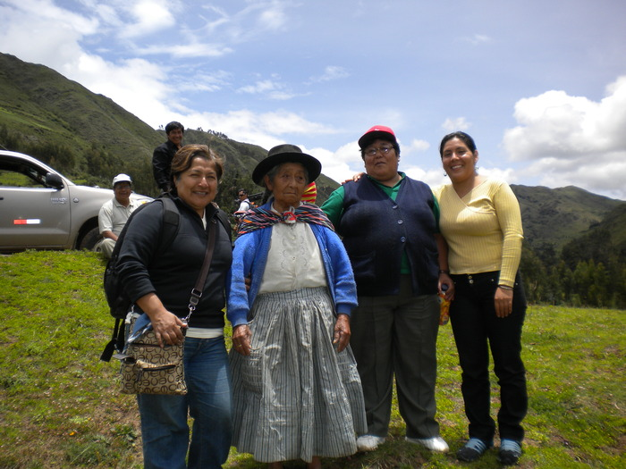 Carmen with the Argumedo family in Chacabamba before shooting their walk returning to their land.