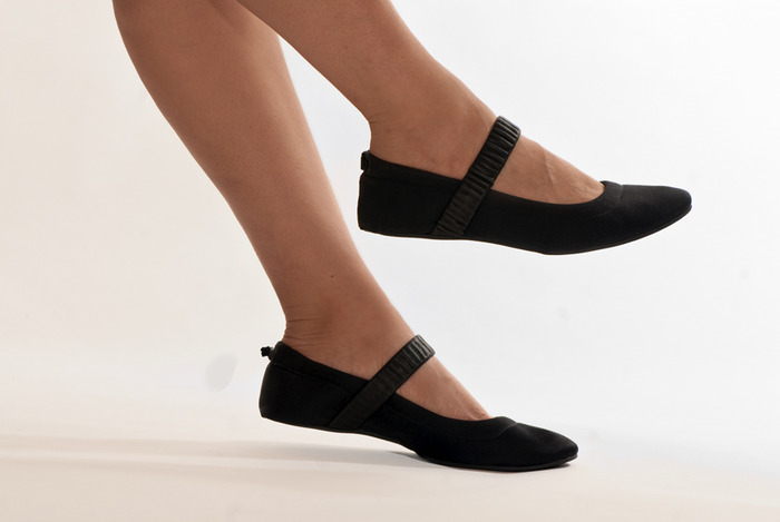 It folds to a  quarter of its original size—and unfolds into a sexy, sophisticated ballet flat.