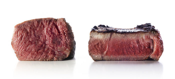 These identical steaks were both cooked to an internal temperature of 52°C / 125.6°F. The steak on the left was cooked sous vide, as evidenced by its edge-to-edge even doneness. The steak on the right was cooked on a cast-iron skillet.