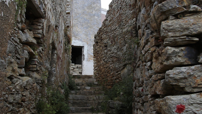 A stepped lane in the ruins of Horio