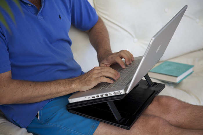 Aero-Tray is an ideal support as a lap-desk or resting in bed.