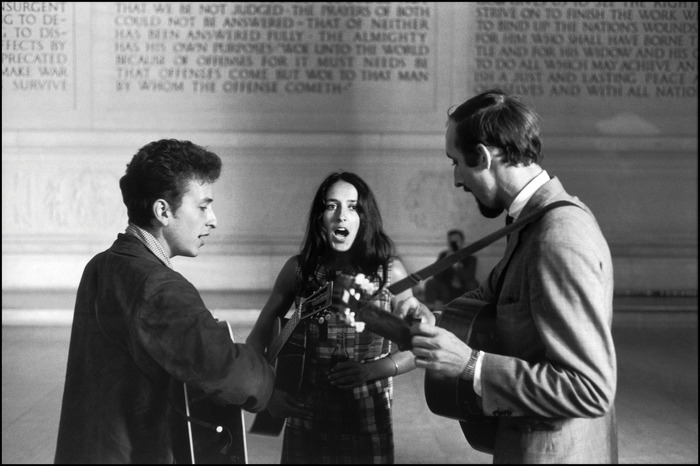 Bob Dylan, Joan Baez and Paul Stookey singing a freedom song inside the Lincoln Memorial, 28 August 1963