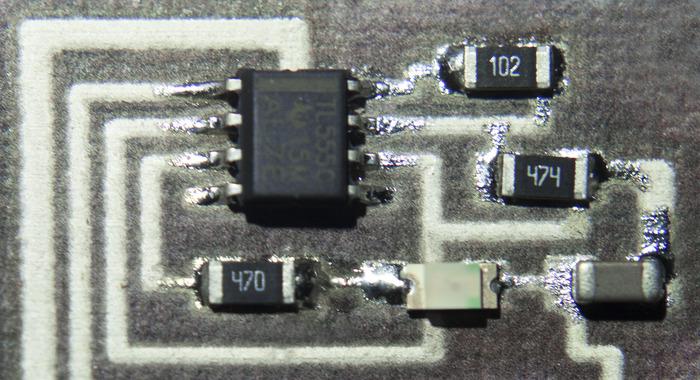 Primo piano di un circuito monte superficie stampata direttamente su carta
