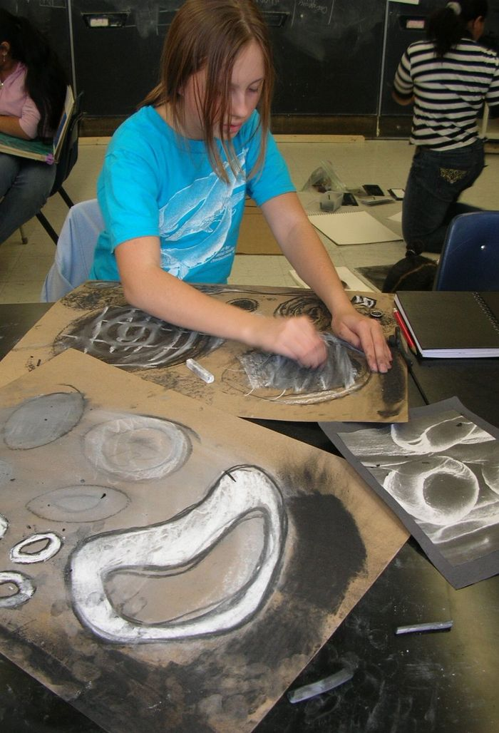 Drawing cells large scale in 7th grade science class