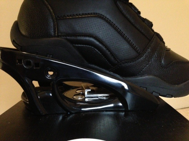 Angle of attachment simulates cycling's clip-in pedals.  Release is activated by the straight up pull of rear heel countered by the weight on the opposing side.