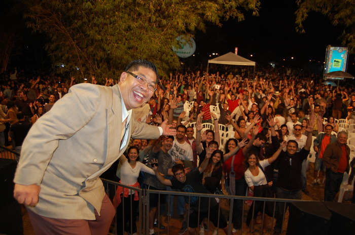 These Brazilian music lovers look HAPPY at the I LOVE JAZZ Festival!