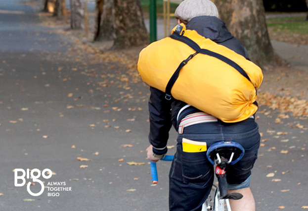 An additional strap offers greater comfort while riding a bicycle or doing any other kind of outdoor activity. The sits more comfortably on your back with the strap.