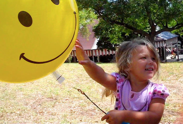 ITS-A-BOB, A New Social Play Experience with Balloons