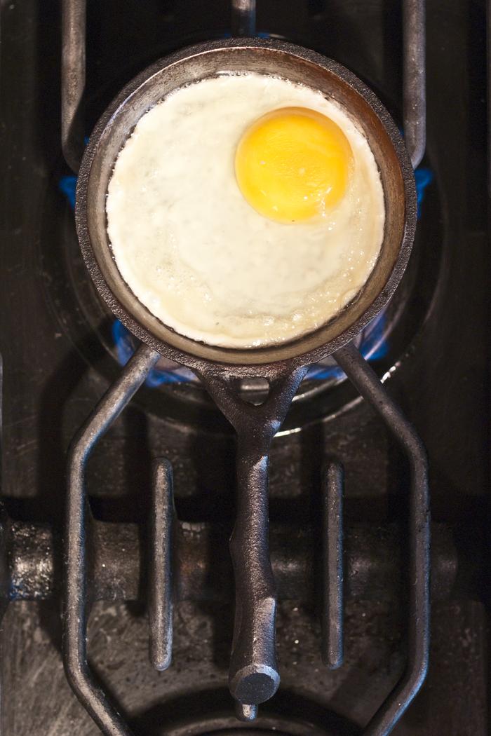"""4.5"""" Egg pan"""
