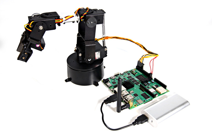 Controlling robot arm with an external battery