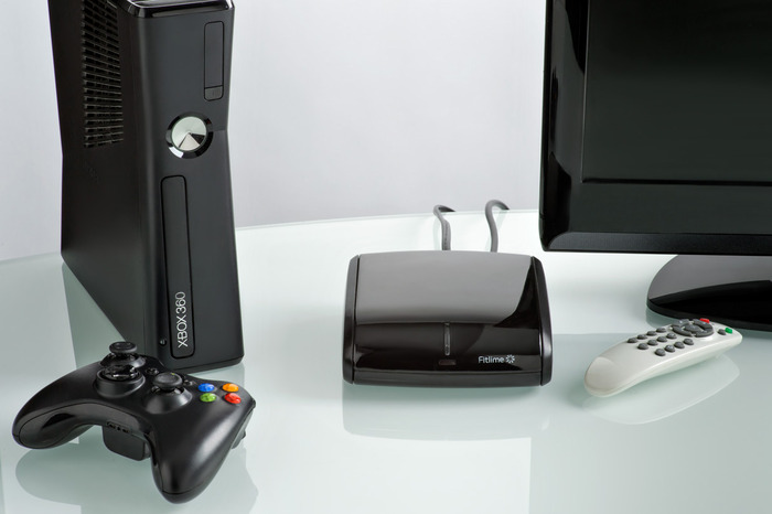 The final console with its remote.