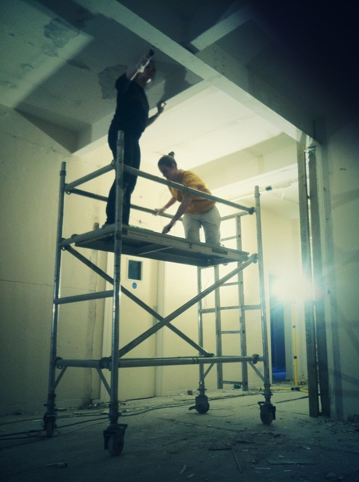 Day 11 - Lyndsey and Ellen start painting the steelwork
