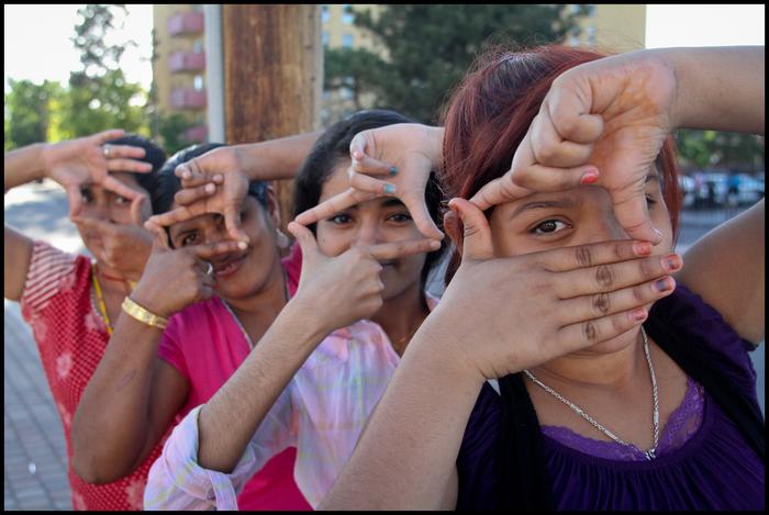 2013 participants Anjana, Jamuna, Pabitra and Mon practice framing. They also lived at the Beldangi camp. (Photo by Brigid McAuliffe)
