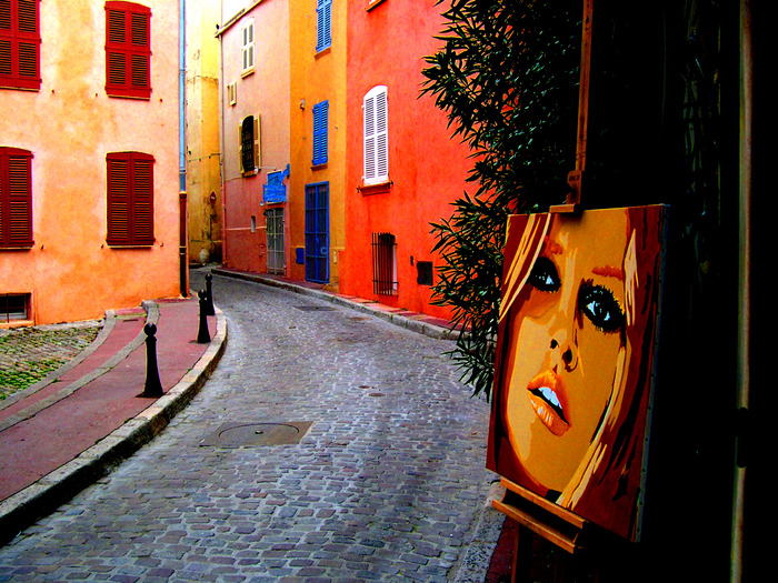 """A street in St. Tropez - recognize the """"siren of the 60's""""?"""