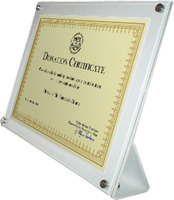 Donation certificate engraved in a Plexiglas plaque personalized with the name of the donor