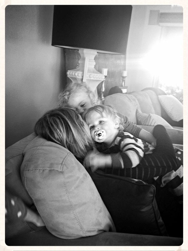 Kim snuggling her kids as her husband Bret uses the COVR lens case to capture this beautiful moment.