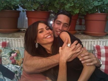 Supporting Actor Nick Loeb and his fiancé Sofia Vergara who also has a few great prizes for you guys!
