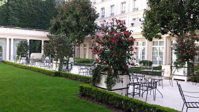 Courtyard of Le Bristol Hotel Paris