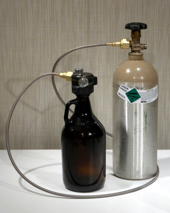 Using the HTHOSE-1, the Hop Top Regulator snaps easily from one growler to the next, using a more economic source of CO2. CO2 is delivered to the Hop Top Regulator at full bottle pressure—no intervening regulator is needed.