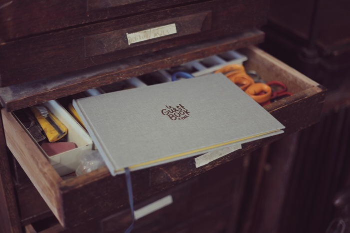 Le Guest Book