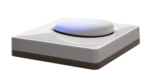 4: The pebble lights up when it makes contact with the docking station