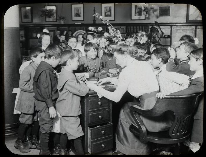 Work with Schools, Yorkville Branch, class visit (ca. 1910) - New York Public Library
