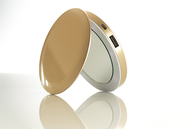 Pear: Compact Mirror & USB Rechargeable Battery