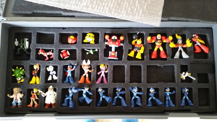 My God... it's full of miniatures...