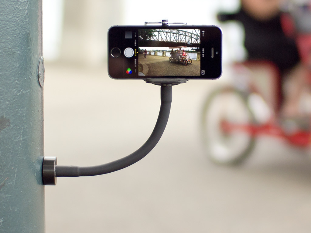 GripSnap: the magnetic holder for smartphones and GoPros's video poster