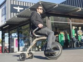 これぞ未来の乗り物。座ったままの感覚で操縦できる新型電動スクーター「YikeBike」 5番目の画像