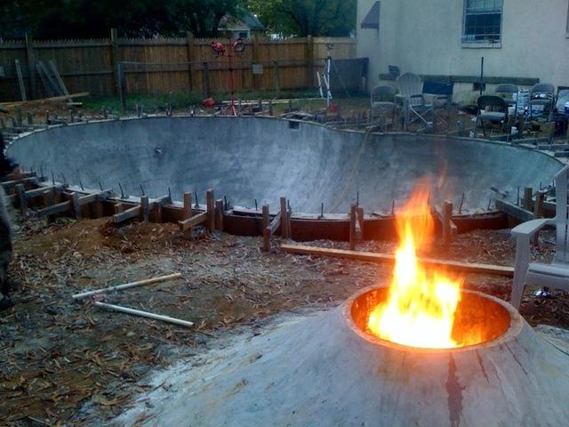 Backyard Skatepark Game : The Lost Bowl; a diy backyard concrete skatepark by kingpat