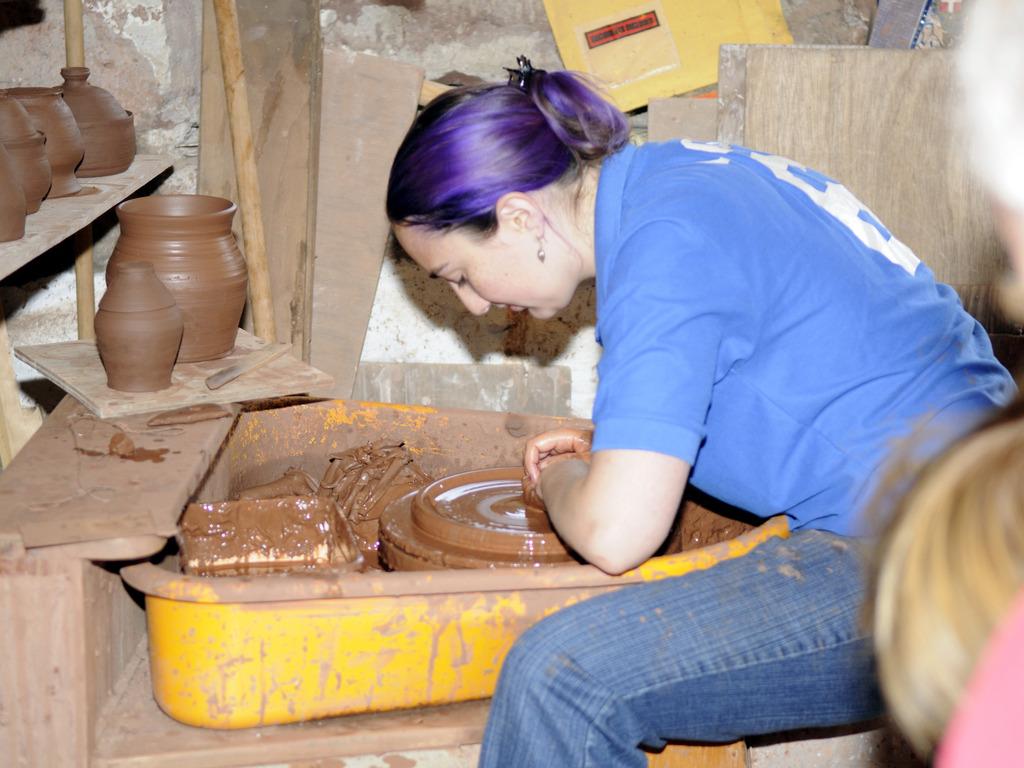 Build Lorraine's pottery studio!'s video poster