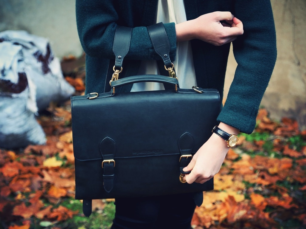 Le petit cartable : leather messenger bags for iDevices's video poster