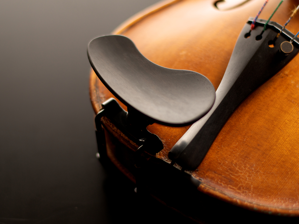 Kréddle - the world's most comfortable chinrest for violin!'s video poster