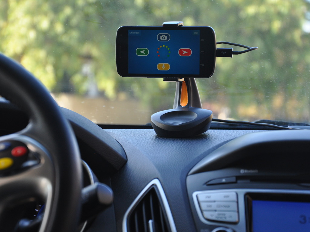 Aura Smart Dock: A New Interface for Smartphones in Cars's video poster