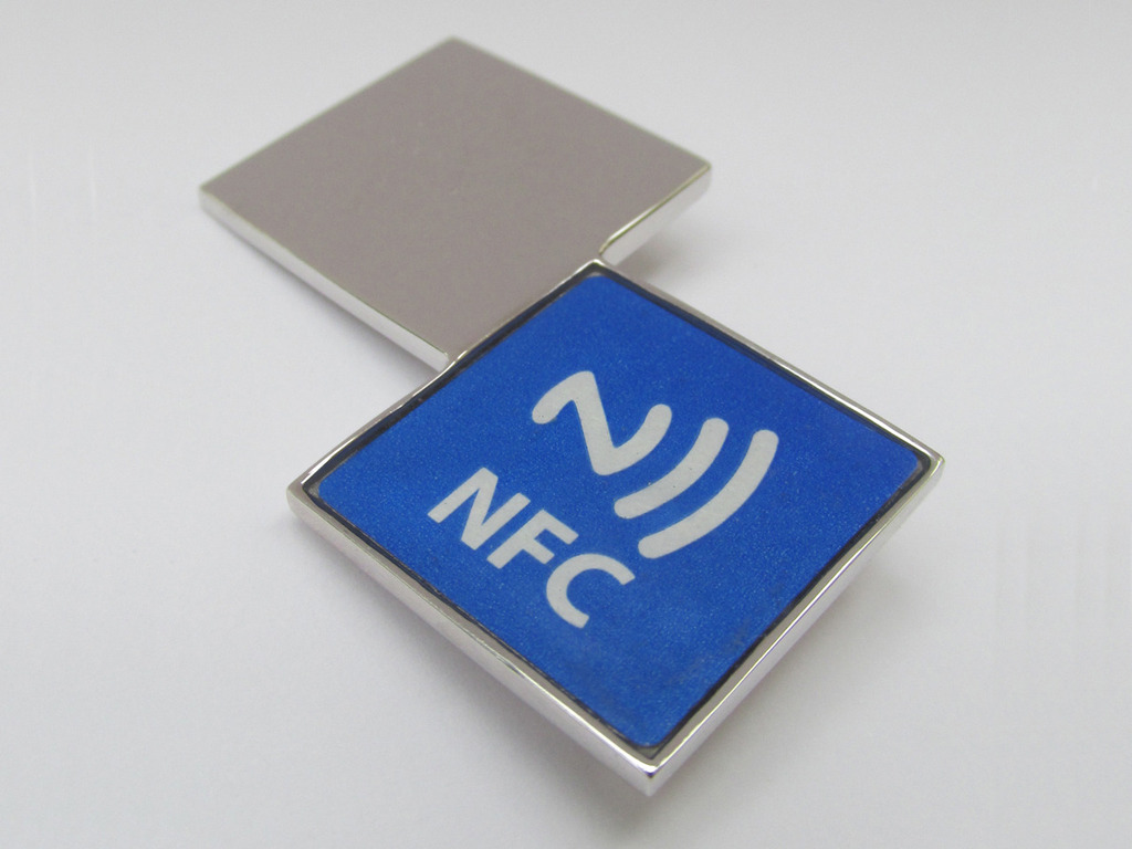iiD - NFC connectivity jewellery - digital business card!'s video poster