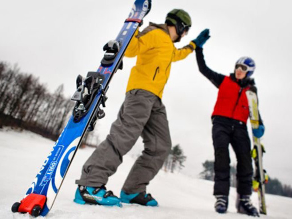 SkiCart, add wheels to your skis and pull them efortlessly's video poster